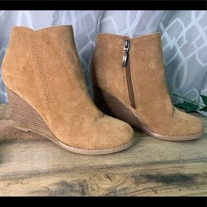Franco Fortini Suede Wedged Booties size 7